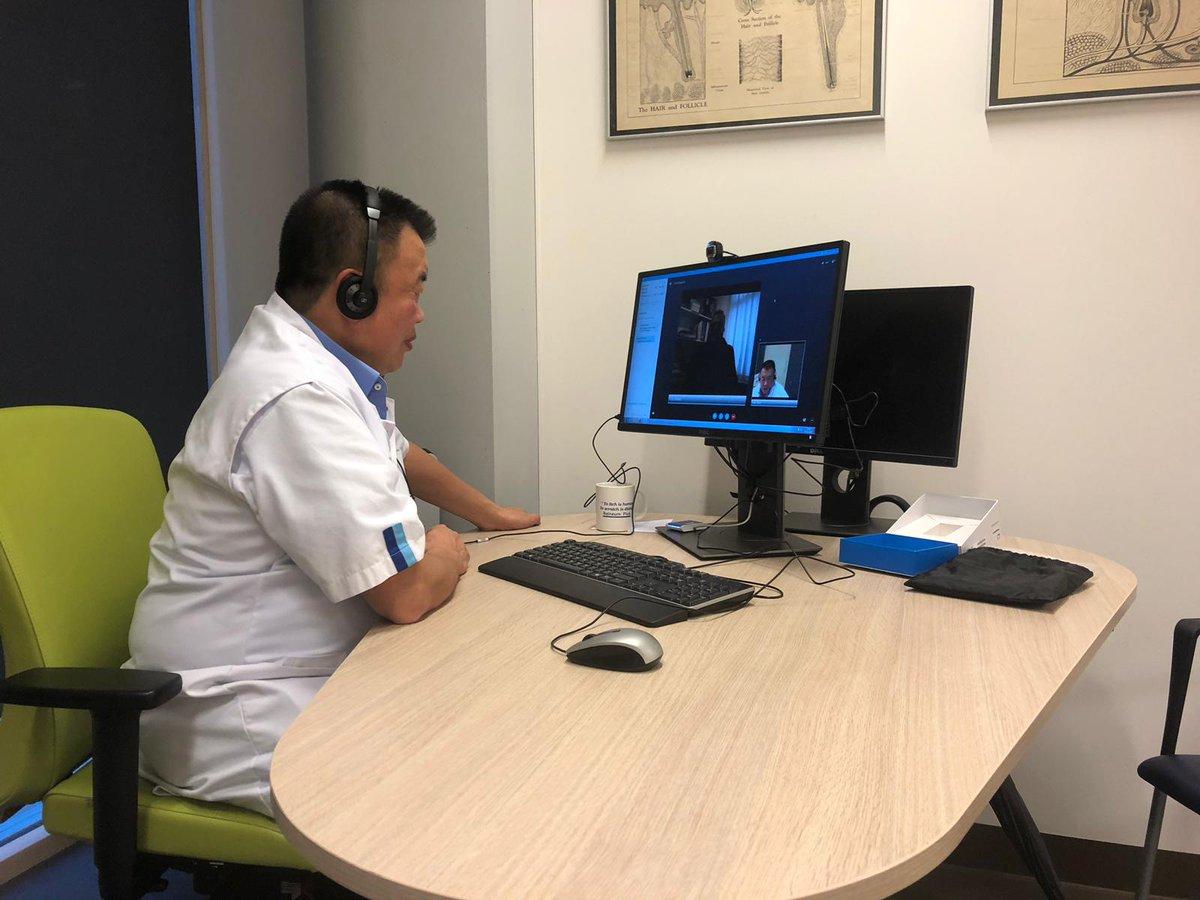 Dermatoloog Bing Thio en zijn teleconsults